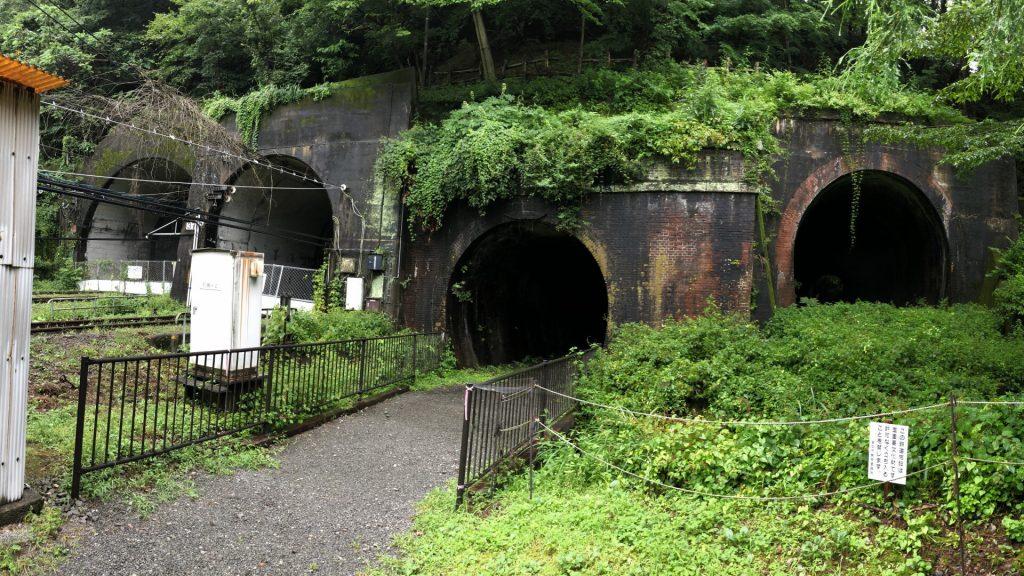 トンネル4つ